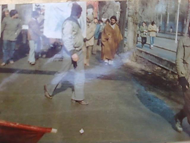 شهید احسانی در تظاهراتی علیه اشغالگران شوروی