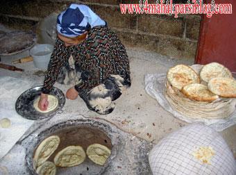 پخت نان محلی