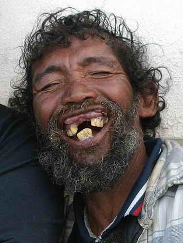 خنده بر هر درد بی درمان دواست. جز بر این درد دل سوزان من