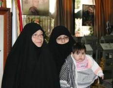 به مادر شهید عماد مغنیه گفتم:حاج خانوم! دست راستت زیر سر ما