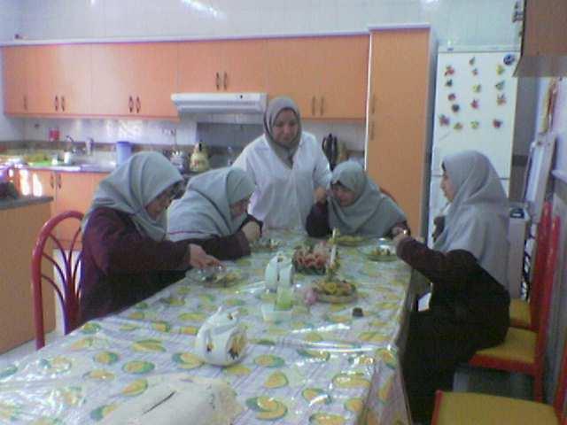 دانش آموزان در آشپزخانه