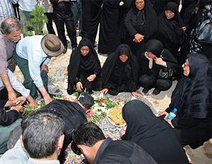 مراسم خاکسپاری دو تن از شهدای اغتشاشات اخیر در تهران