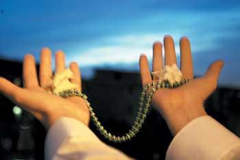 کاش دل ها آنقدر پاک بود که دعاها مستجاب میشدند ،قبل از اینکه دست ها پایین بیایند !