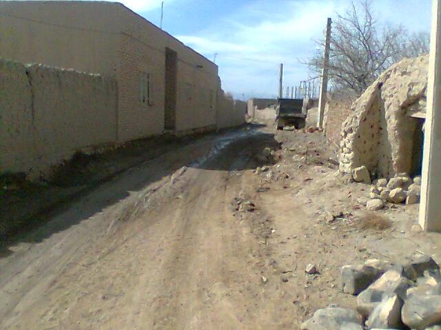 یکی از خیابانهی ده طبس (کوچه حاجی محمد حسن)